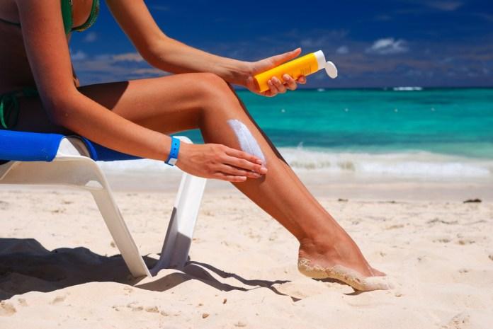 cliomakeup-bon-ton-sensuale-da-spiaggia-11-crema-gambe