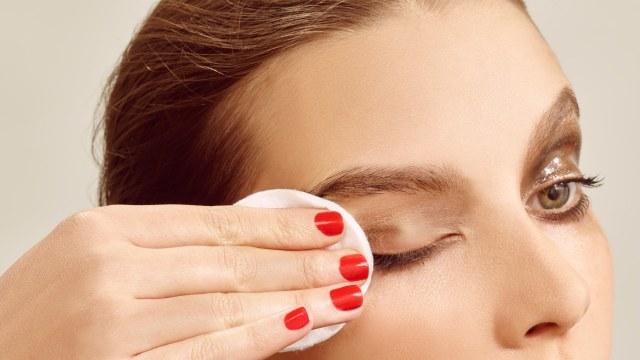 cliomakeup-rughe-a-30-anni-8-rimuovere-makeup-up
