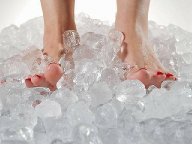 cliomakeup-rimedi-per-dormire-con-il-caldo-ghiaccio-piedi