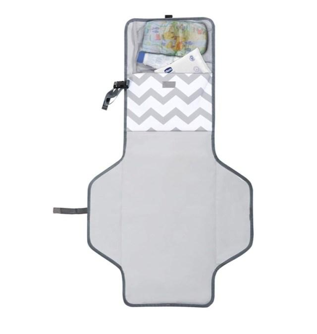 ClioMakeUp-regali-neomamme-12-fasciatoio-portatile.jpg