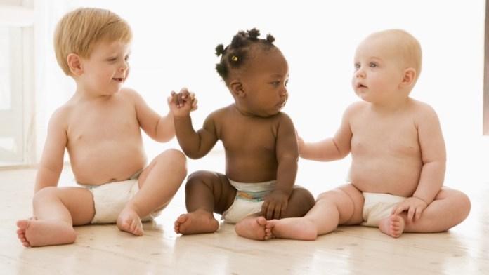 ClioMakeUp-regali-neomamme-22-bambini-mutietnici.jpg