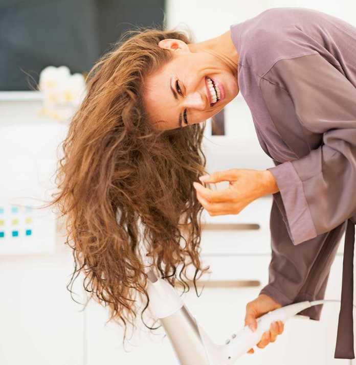 cliomakeup-tagli-voluminosi-capelli-fini-3-asciugatura-testa-in-giu