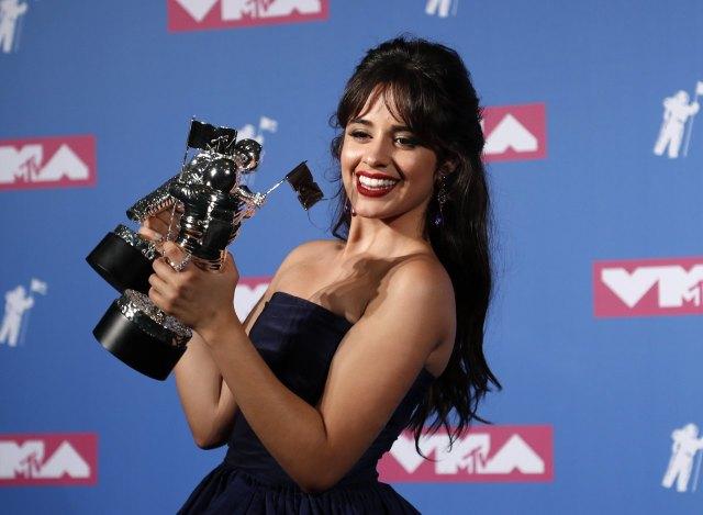 cliomakeup-mtv-video-music-awards-2.camila-cabello