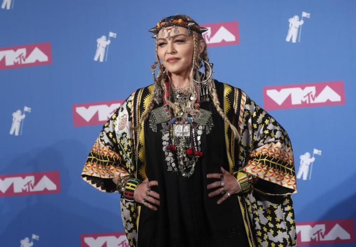 cliomakeup-mtv-video-music-awards-21-madonna-red-carpet