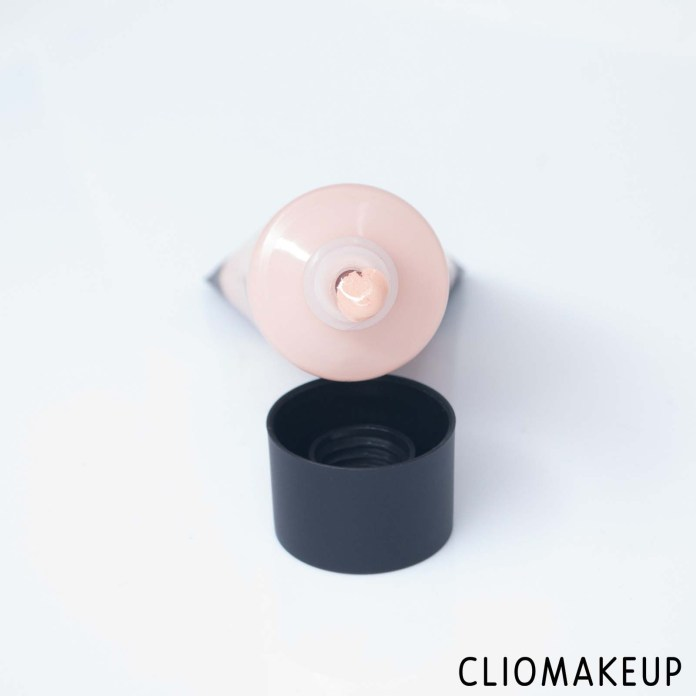 cliomakeup-recensione-fondotinta-nyx-stay-matte-but-not-flat-liquid-foundation-5