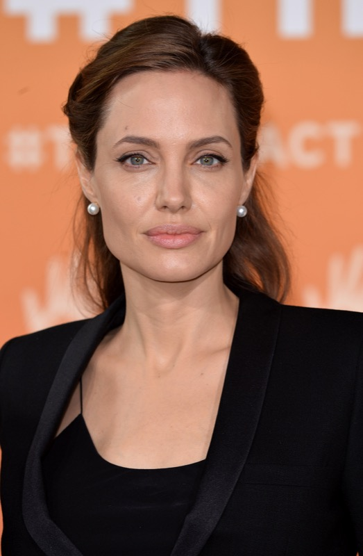 ClioMakeUp-rossetto-cambia-viso-6-angelina-jolie.jpg