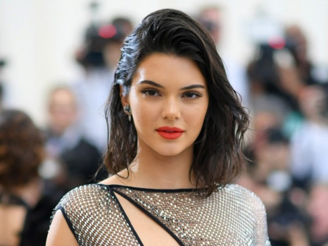 ClioMakeUp-rossetto-cambia-viso-11-kendall-jenner.jpg