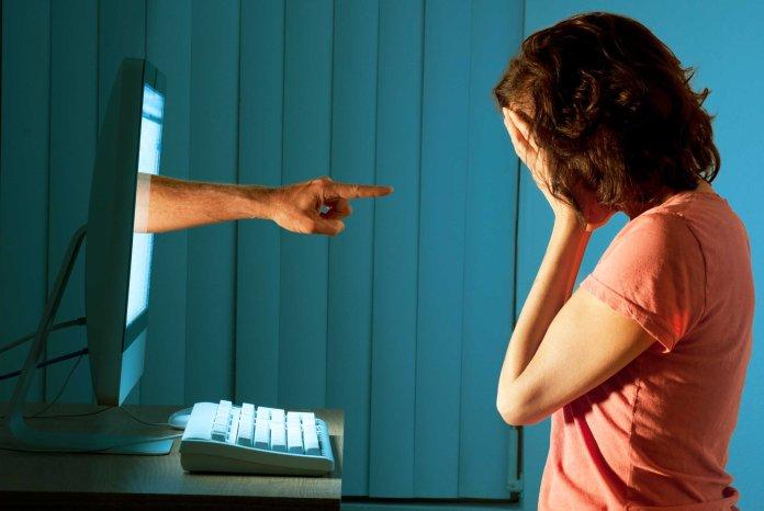 cliomakeup-astinenza-sessuale-femminile-8-cyberbullismo