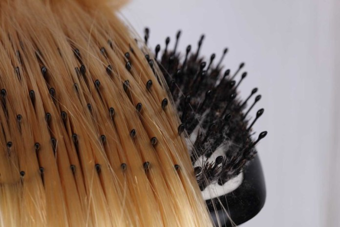 ClioMakeUp-parrucche-star-10-spazzolare