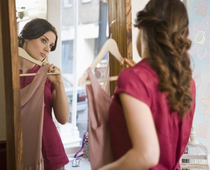 cliomakeup-come-vestirsi-per-colloquio-di-lavoro-provare-outfit