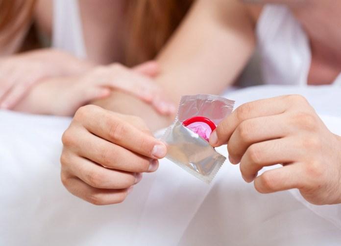 cliomakeup-informazioni-sesso-anale-7-importanza-uso-preservativo