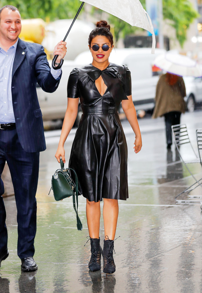 cliomakeup-acconciature-anti-pioggia-16-celebrities-ombrello