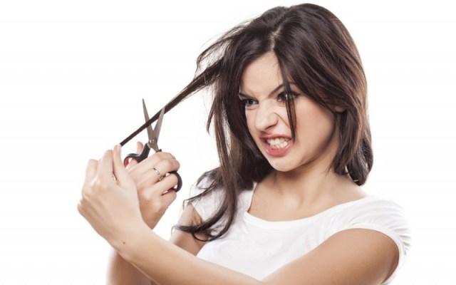 cliomakeup-come-tagliare-capelli-da-sole-ragazza-taglia-ciocca