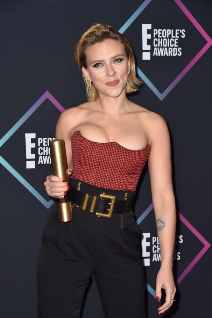 cliomakeup-people-choice-awards-2018-14-scarlett-johansson-outfit