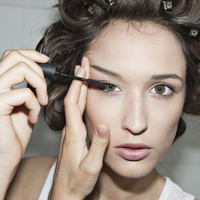 cliomakeup-come-applicare-il-mascara-8-raggiungere-ciglia