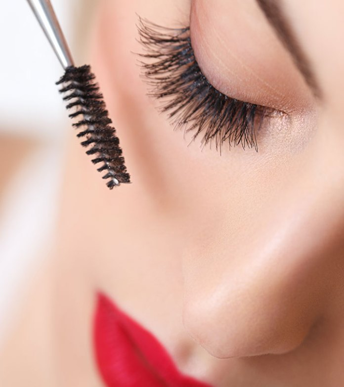 cliomakeup-come-applicare-il-mascara-11-applicazione-parte-superiore