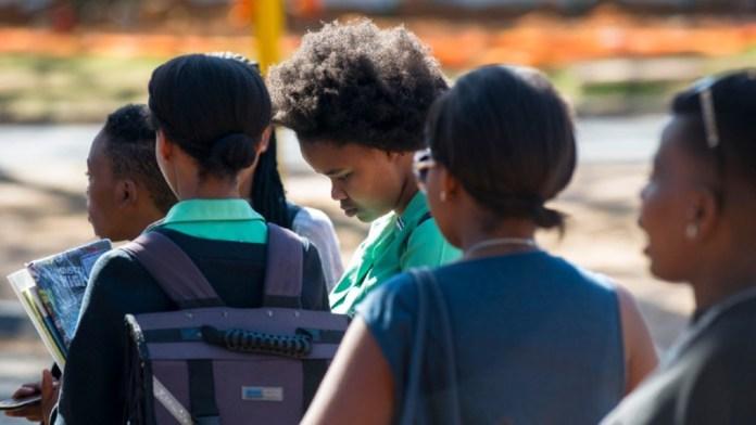 ClioMakeUp-hair-shaming-13-ragazze-sudafrica-pretoria.jpg