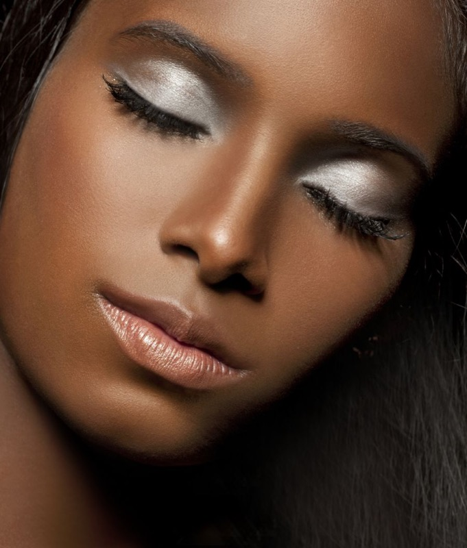 ClioMakeUp-makeup-capodanno-dark-skin-7-trucco-metalicco.jpg