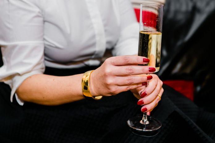 cliomakeup-manicure-feste-2018-1-smalto-rosso