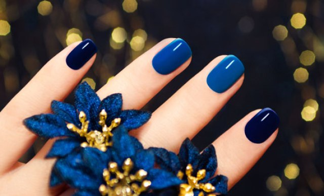 cliomakeup-manicure-feste-2018-2-smalto-sfumature-blu