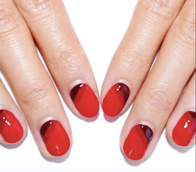 cliomakeup-manicure-feste-2018-3-unghie-rosse-righe