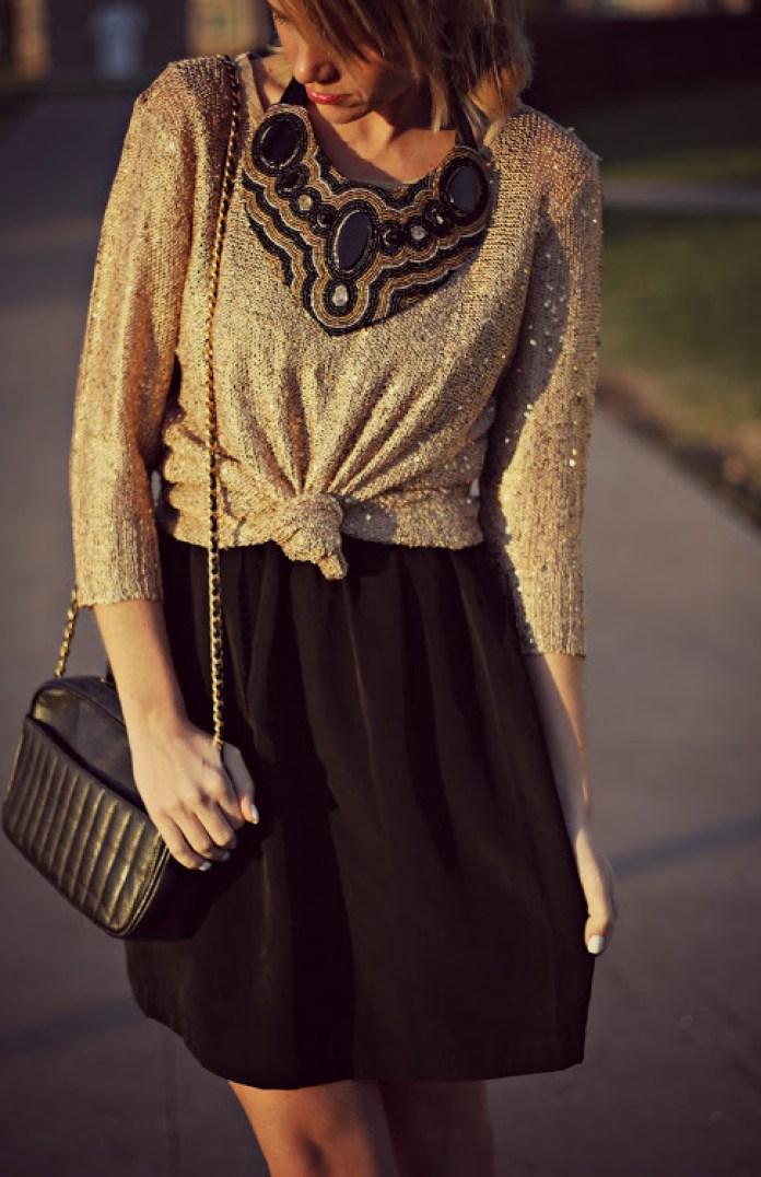 cliomakeup-idee-outfit-cenone-vigilia-natale-vestito-nero-maglione-oro