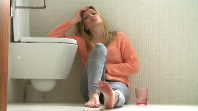 cliomakeup-evitare-sbronza-capodanno-ragazza-sbronza-bagno