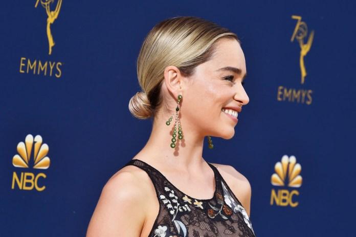 cliomakeup-migliori-look-2018-8-Emilia-Clarke-Emmys