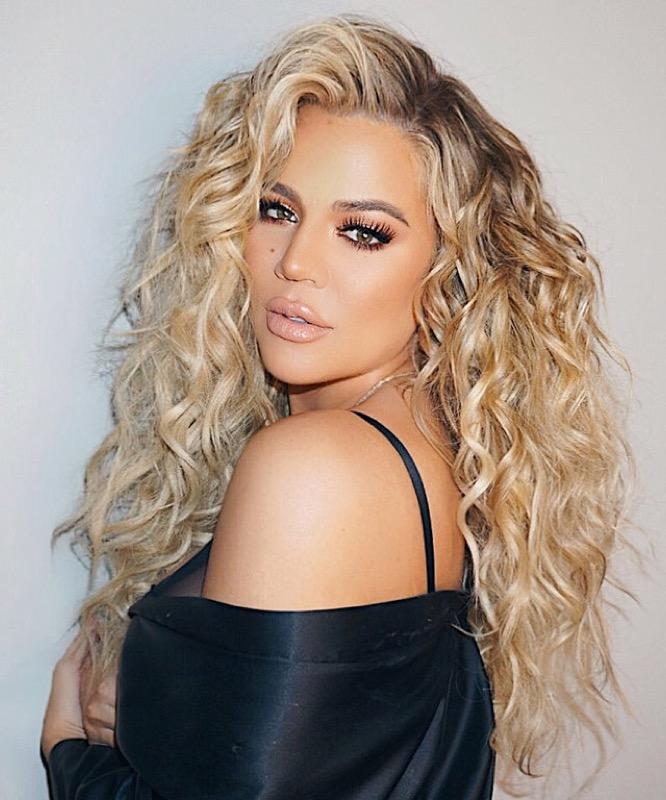Taglio capelli 2019 donne lunghi ricci