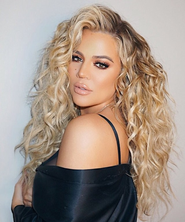ClioMakeUp-tendenze-capelli-ricci-2019-2-khloe-kardashian.jpg