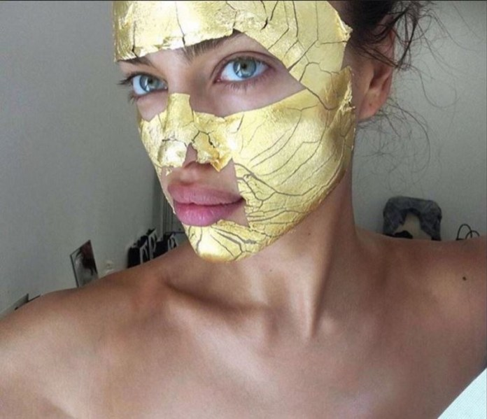 cliomakeup-tatuaggio-elimina-occhiaie-stranezze-beauty-3-irina-gold-mask