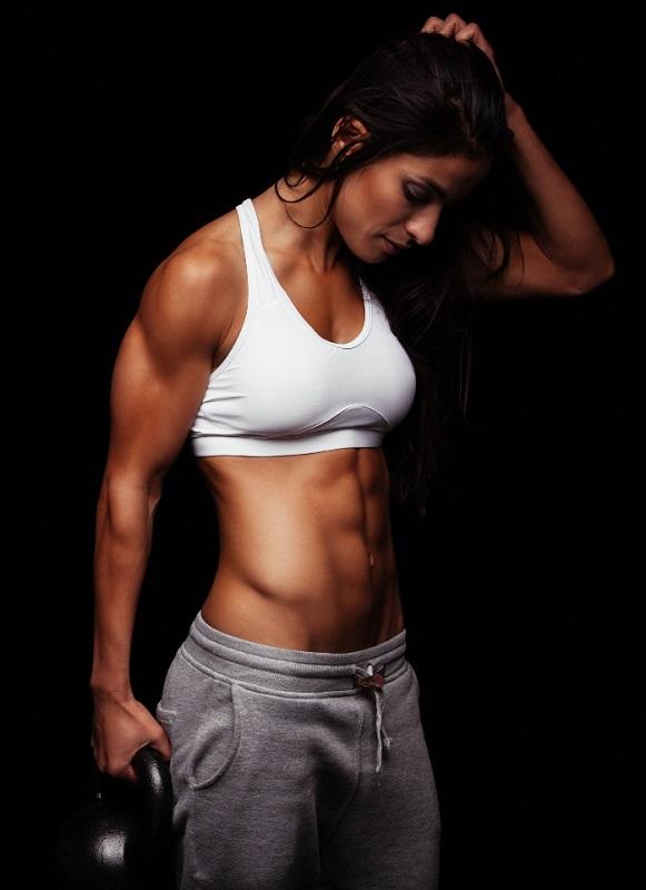 cliomakeup-benefici-attività-fisica-5-donna-tonica
