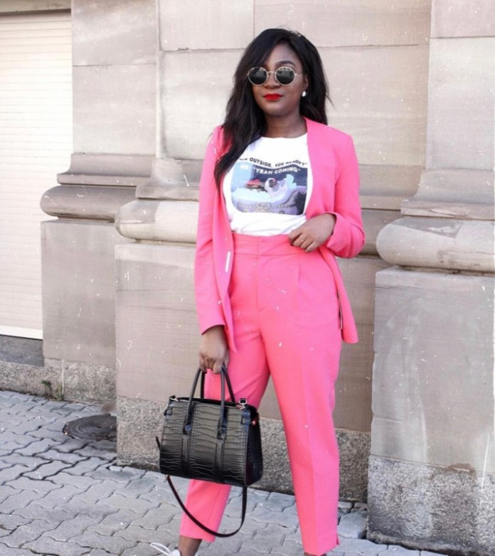 ClioMakeUp-abbinare-capi-rosa-14-completo-blazer-pantalone.jpg