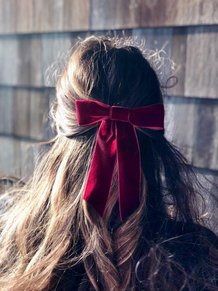 cliomakeup-tendenze-capelli-lunghi-2019-17-burgundy-maroon-velvet