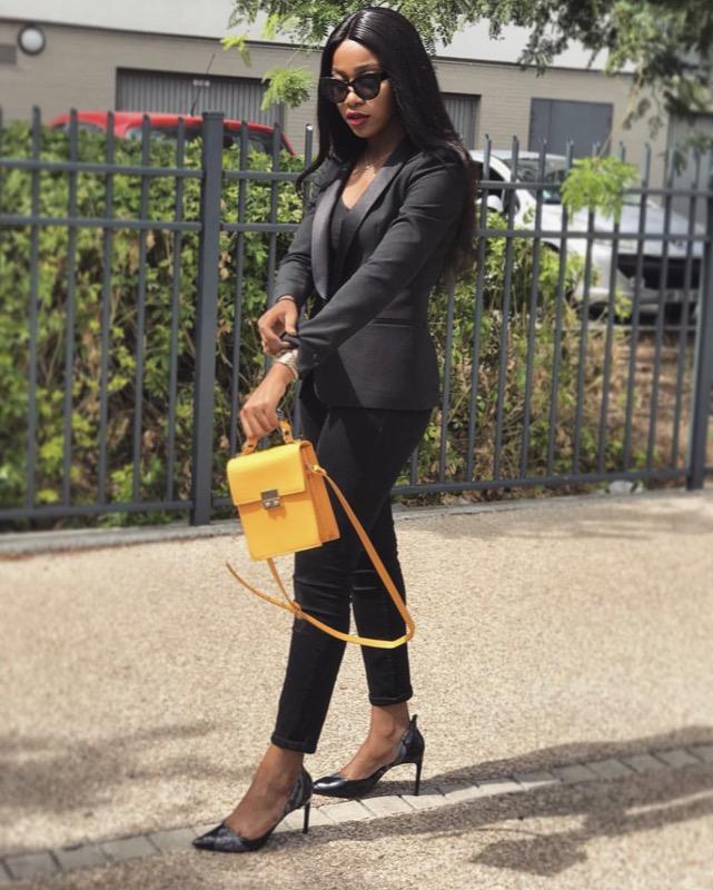 ClioMakeUp-vestiti-gialli-25-grace-kutino-total-black-borsa.jpg