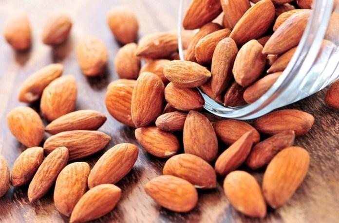 cliomakeup-alimenti-più-calorici-13-mandorle