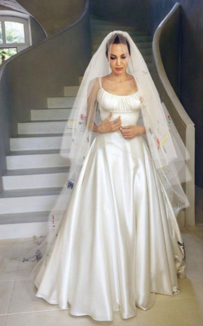 cliomakeup-abiti-sposa-stravaganti-star-angelina-jolie
