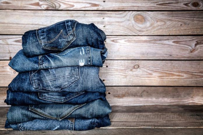 ClioMakeUp-indossare-jeans-2-pila-pantaloni.jpg