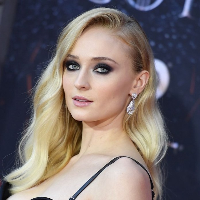 cliomakeup-got-premiere-2019-12-sophie-turner-beauty-look