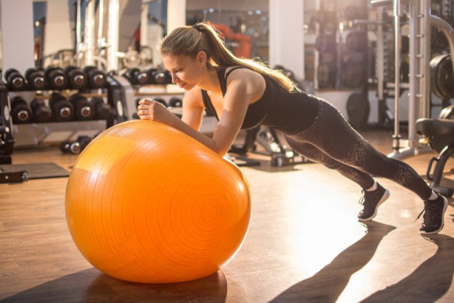 cliomakeup-eliminare-maniglie-amore-9-plank-fitball