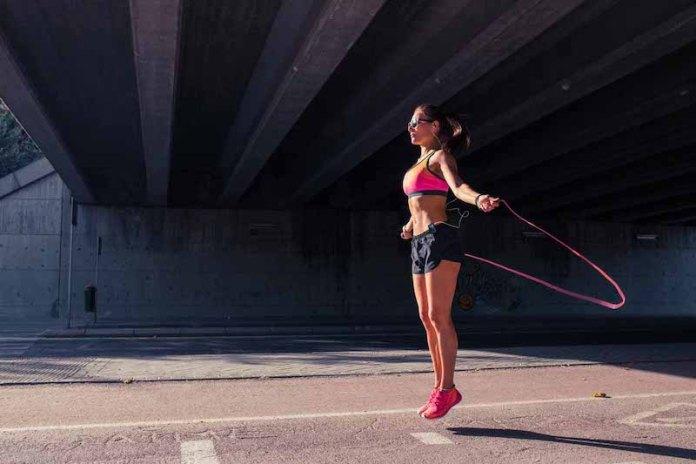 cliomakeup-allenamento-ciclo-mestruale-6-salto-con-corda