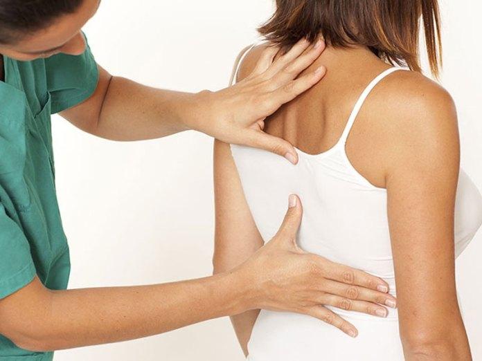 cliomakeup-esercizi-mal-di-schiena-2-visita