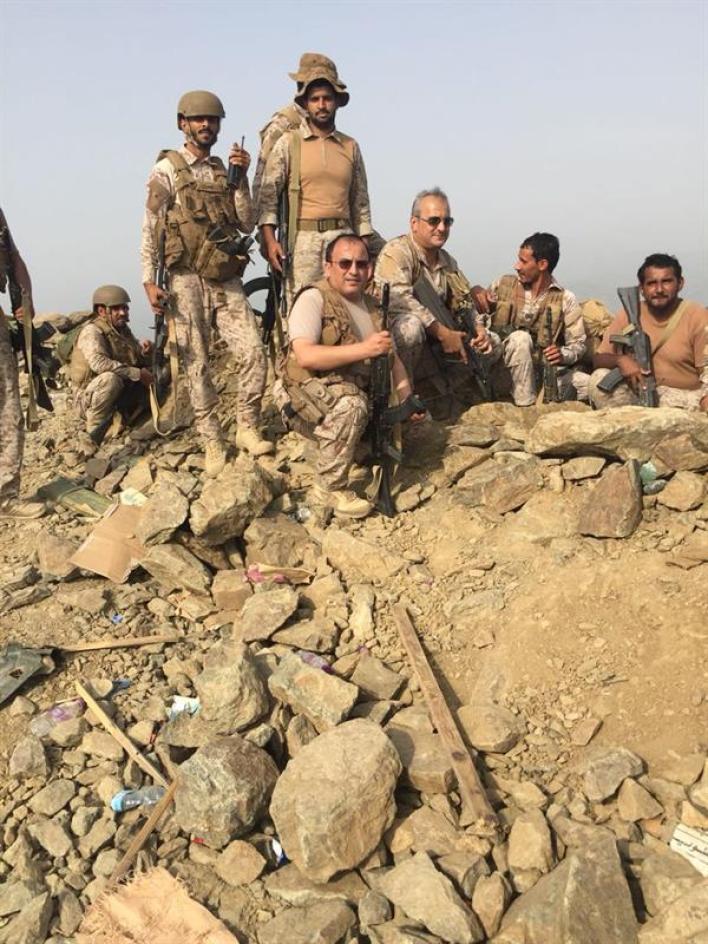 بالصور.. فهد بن تركي يزور الوحدات في منطقة العمليات باليمن