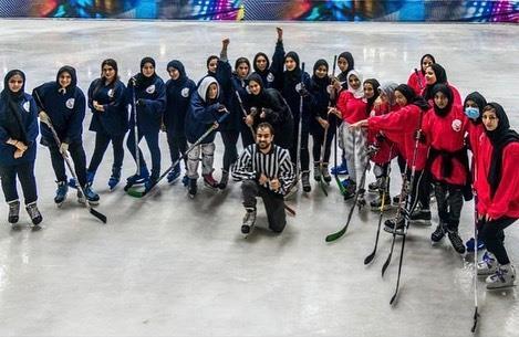 فتيات بجدة يشكلن أول فريق نسائي لهوكي الجليد بالمملكة