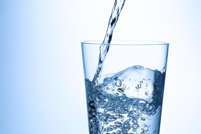 A consultant clarifies the relationship between drinking water and feeling headache and lethargy .. And what is water poisoning?