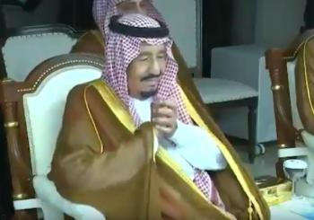فيديو.. ردة فعل الملك حينما ظهرت صورة والده في احتفال النهائي