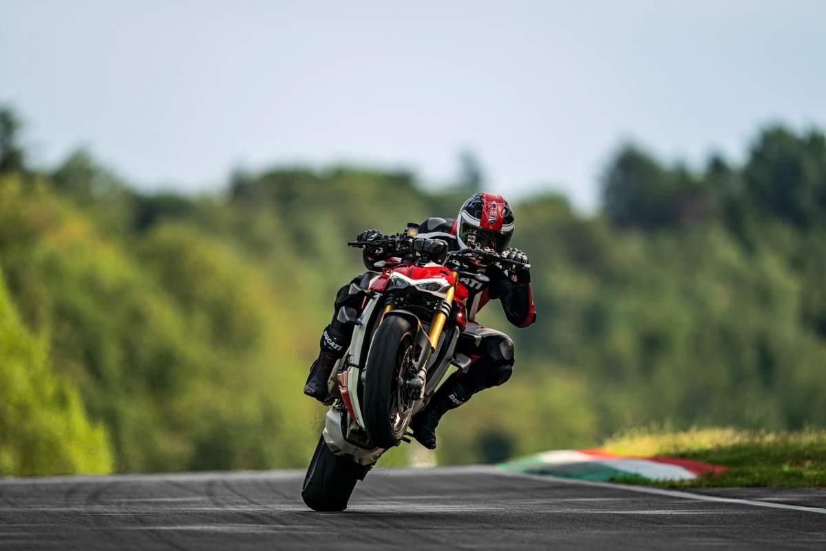 Ducati Streetfighter V4 S (2020) review | Visordown