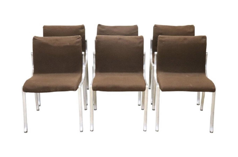 Set di 6 sedie attribuite a afra e tobia scarpa del '66 con seduta e schienale in compensato rivestito in pelle nera e gambe in faggio con struttura a doppio cavalletto. Set 6 Sedie Anni 70 Deesup