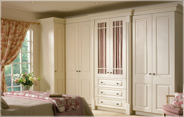 Bedroom wardrobe door designs photos for Homestyle kitchen doors