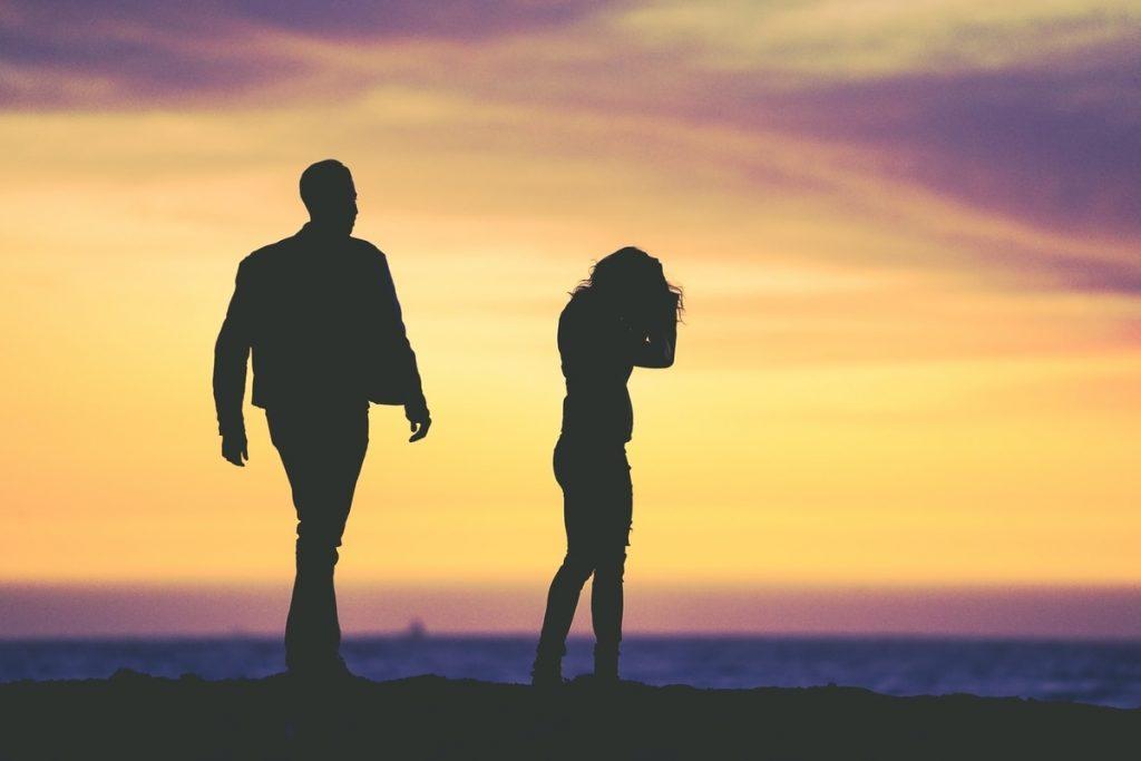 El estrés financiero afecta negativamente a las parejas